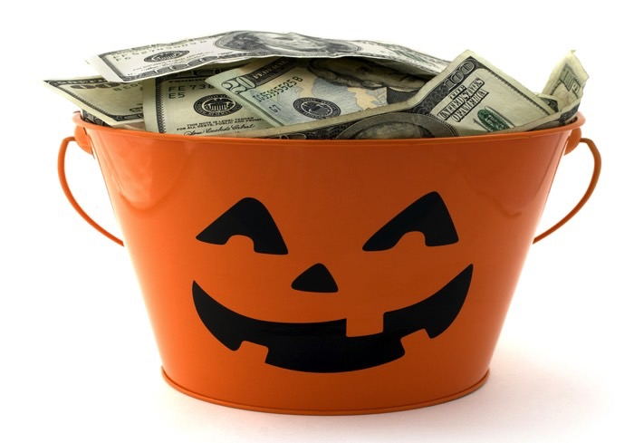 us consumers plan to spend a record 84 billion on halloween this year - Halloween Sales