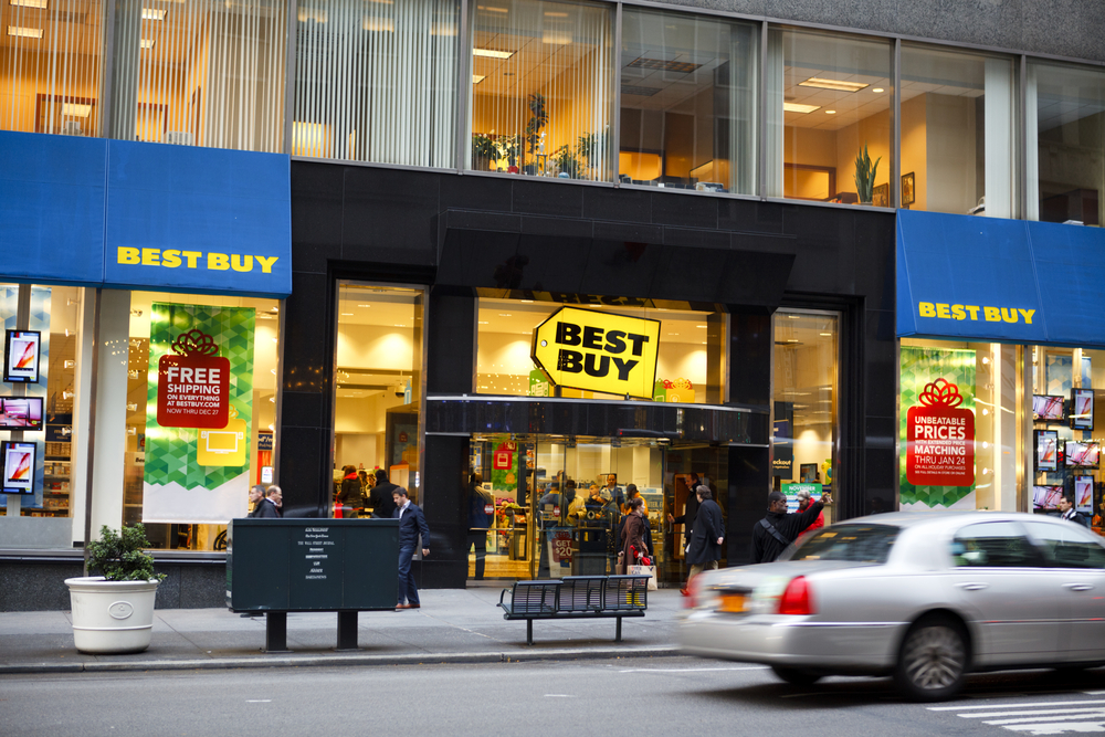 Retail chain Best Buy is betting big on customer service to keep its stores busy and beat competition from the likes of Amazon.