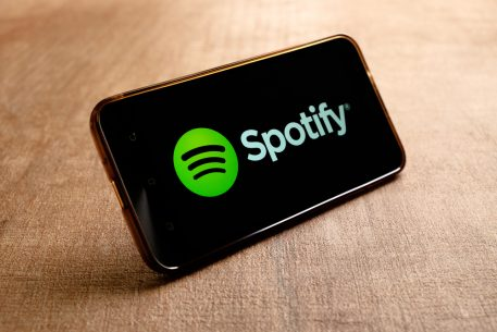 Spotify, Apple Explore Linking Siri With Spotify