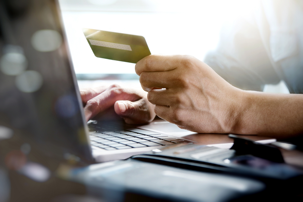 U.S. online retail sales likely to surpass $1 trillion in 2027