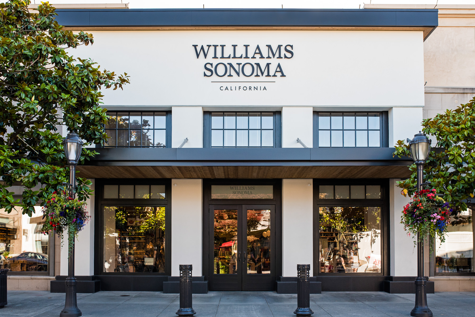 Williams Sonoma Store Front