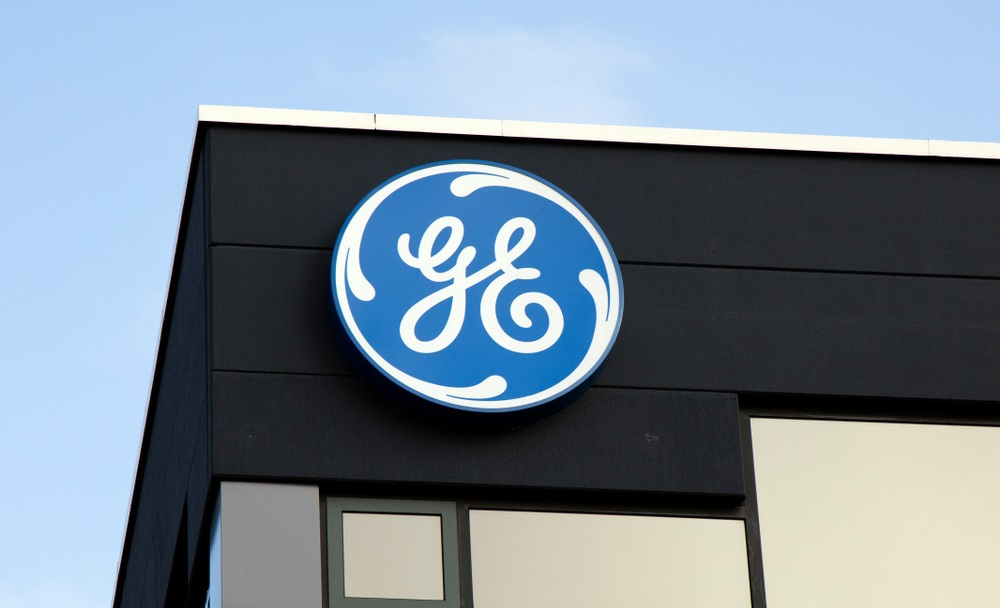 GE Slashing Quarterly Dividend, Reorganizing