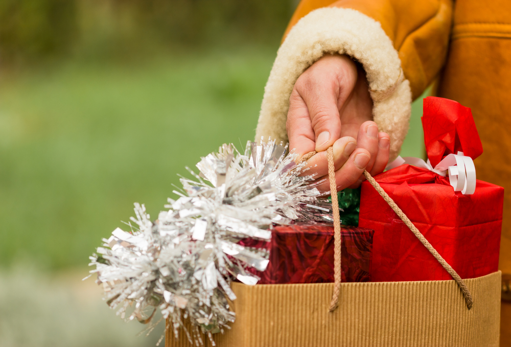 US Holiday Sales May Top $1 Trillion This Year