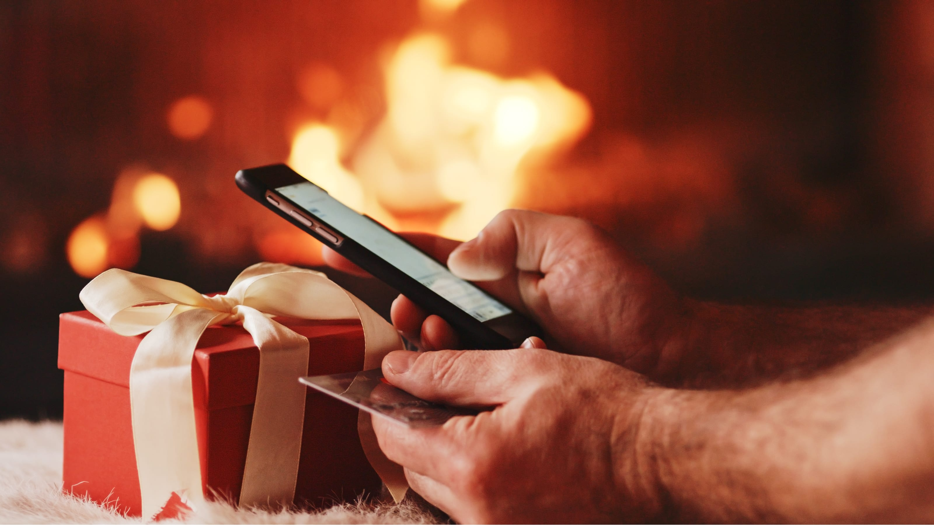 smartphone holiday shopping