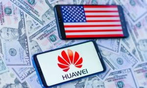 Huawei and U.S. smartphones with money