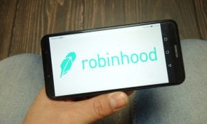 robinhood, stock trading, cash management service, bank charter, debit cards, FDIC, FinTechs, startups, news
