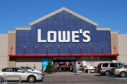 Lowe's Posts Mixed Results Amid Online Revamp