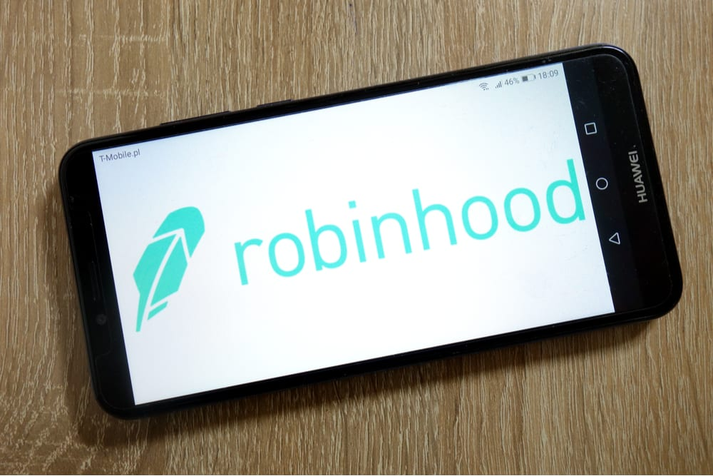 Robinhood Apologizes To Users For Outages, Offers Credit