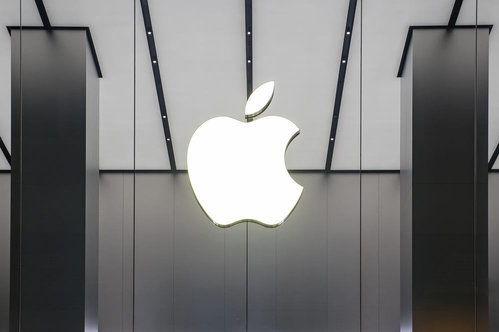 Apple Nears Record $2T Valuation