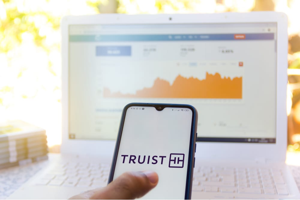 Truist Reports Strong Core Fee Income, 'Modest Build' In Allowance For Credit Losses